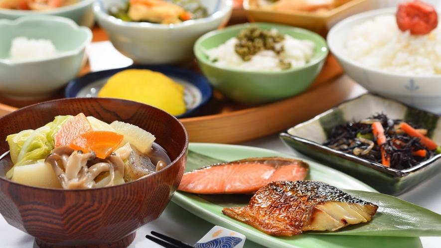 ■朝食バイキング 日替わり和洋食のラインナップ