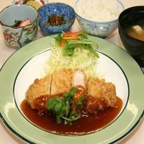 【日替わりご夕食プランメニューの一例】トンカツ定食