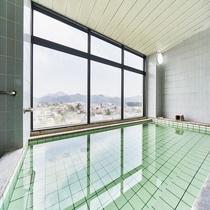 女性大浴場からは鳳凰山をご眺望頂けます。夏は大文字焼と花火も楽しめます。
