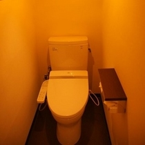 トイレは全室暖房便座付きウォシュレット(写真:和室)