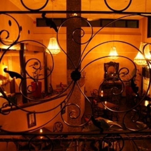 プチボヌールの店内 夜