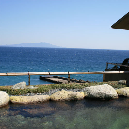 露天風呂から伊豆大島を望む