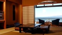 伊豆大島を正面に臨む眺望絶佳の宿 最上階客室一例