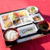 *<朝食>定番の和定食を中心に、栄養バランスを考えたメニューとなっております。