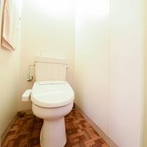 *<和洋室>客室用洗浄機付きトイレ