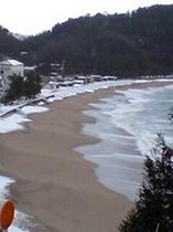 雪の佐津海岸