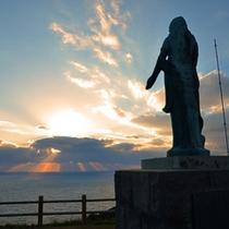 祈りのマリア像が静かに佇む【大瀬崎灯台】