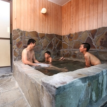 【離れの岩風呂】 貸切風呂