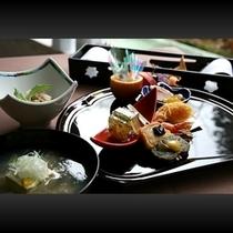 ■ お料理一例(漆・朱の先付け)