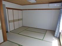 客室  4〜5人部屋  {バス・和式トイレ・エアコン付き}