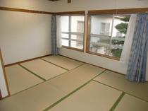 客室 4〜5人部屋    {バス・和式トイレ付き}