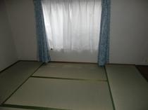 客室 2〜3人部屋   {バス・和式トイレ付き}