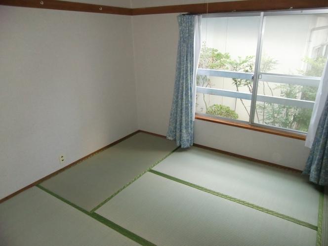 客室 2人部屋   {バス・トイレ・エアコン付き}