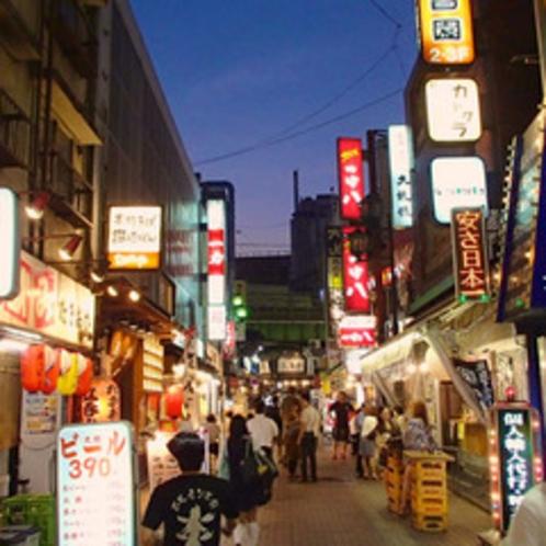 ☆飲み屋街☆アメ横手前には有名な飲み屋街が☆日中から賑わっています!