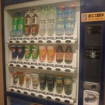 ☆自動販売機☆ 水、お茶、ジュース、ビールなど通常価格で販売。3階と5階に設置。