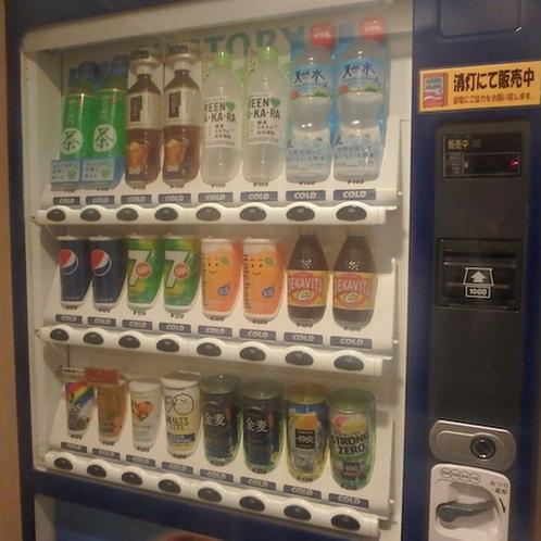 ☆自動販売機☆水・お茶・ジュース・ビールなど通常価格で販売☆3階と4階にございます☆