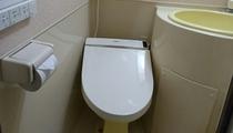 一部のお部屋にウォシュレットタイプのトイレを設置しました。