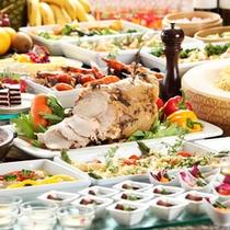 ■約40種類のメニューが食べ放題♪和食・洋食・中華のお料理が色鮮やかに並ぶ