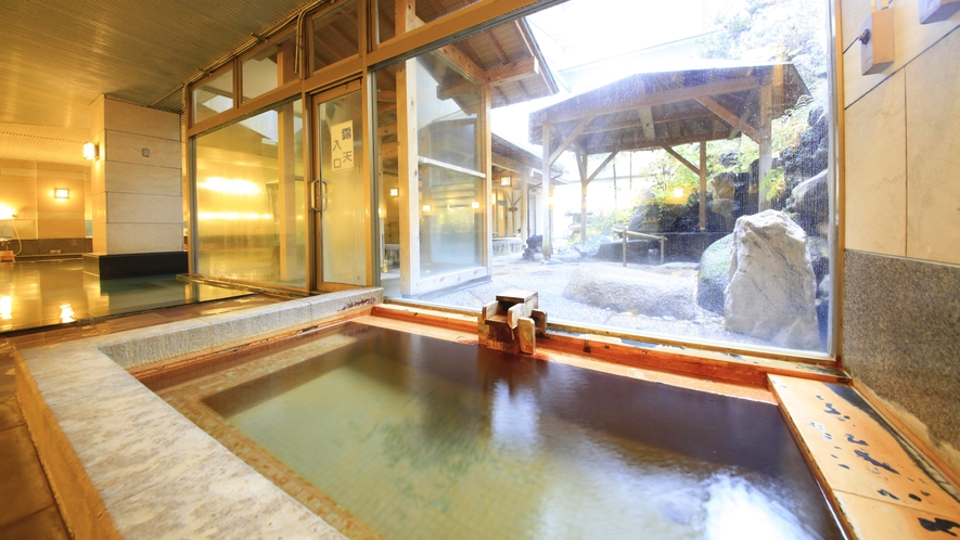 1階【楽水の湯】磯部温泉の源泉が流れる浴槽