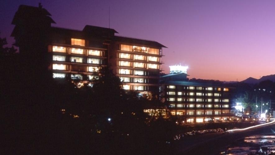 夜の舌切雀のお宿ホテル磯部ガーデン