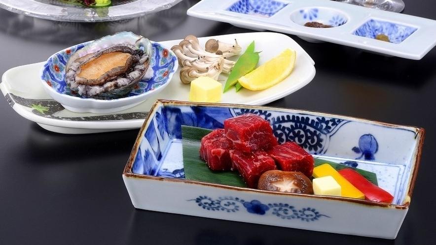 ブランド銘柄牛肉【上州牛のステーキ】と新鮮な【アワビ踊り焼き】