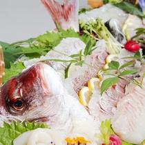 ■ディナービュッフェはお刺身の舟盛りなど新鮮な魚介がいっぱい!