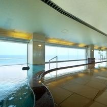 さながら海に浮かんだ気持ちのする大浴場「海の花」