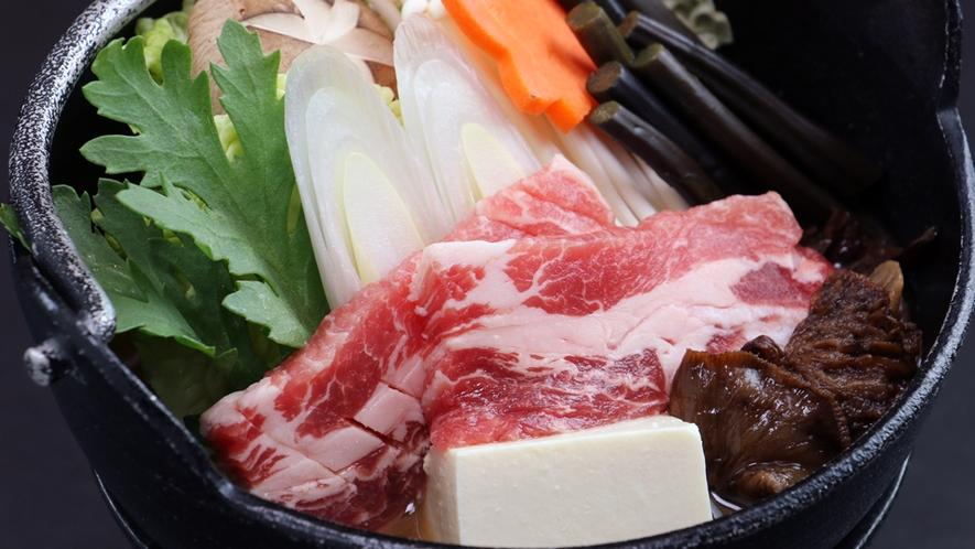 ■【お料理~イベリコ豚の山菜鍋~】肉質が良く、さらりとして甘味がある脂身は鍋にしても絶品!