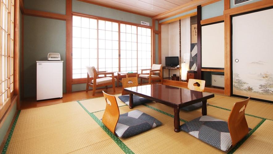 ■【客室】お部屋にはテレビ、冷蔵庫、お茶セットをご用意しております♪
