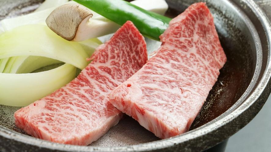 ■【お料理~会津牛の陶板焼き~】細やかなサシが入り極上の食感です☆