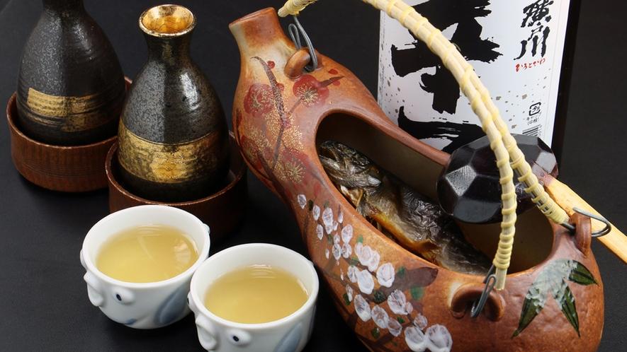 ■【イワナの骨酒】焼いたイワナに厳選した地酒の熱燗をそそぐ骨酒。