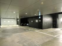 地下駐車場/駐車料金は1泊1,500円。高さ制限は2.2M。ご利用の方は事前にお問合せ下さいませ。