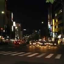 大通りをまっすぐ徒歩2分