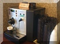 ホテルに着いたらドトールコーヒーのセルフカフェでホッと一息。