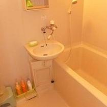 バストイレ付のお部屋にある浴室です