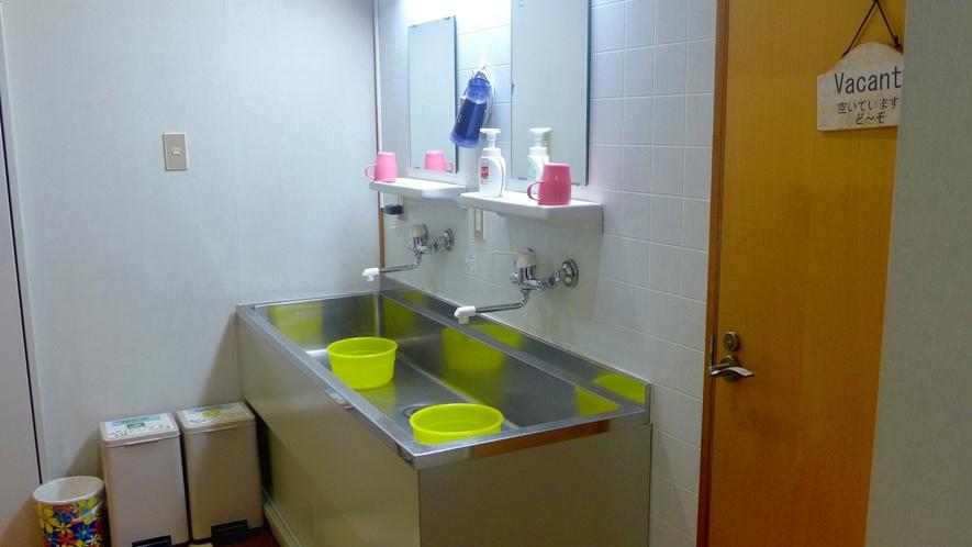 ・共用洗面所。いつも清潔に努めています