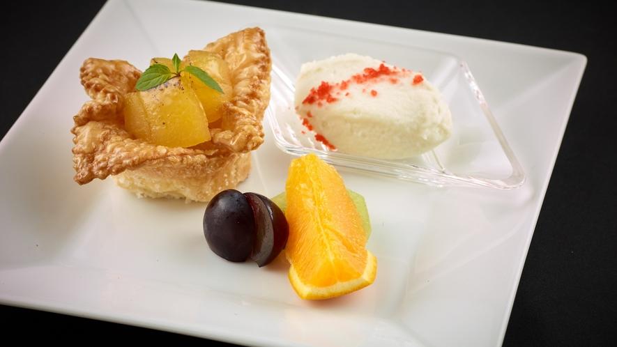 「特選和食会席膳」アップルパイ アイスクリーム