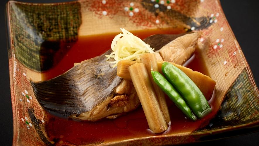 「特選和食会席膳」地元産旬の魚の煮つけ