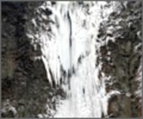 古閑の滝 <車で約5分>