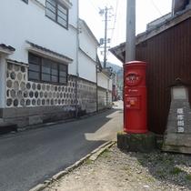 【日奈久 温泉街】温泉街を貫く通りは、参勤交代でも使用されたという薩摩街道。