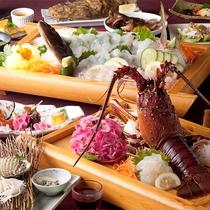 漁師の技:人気の伊勢海老の活き造り+お好みのお召し上がり方で肉厚・活きあわびをご堪能下さい。