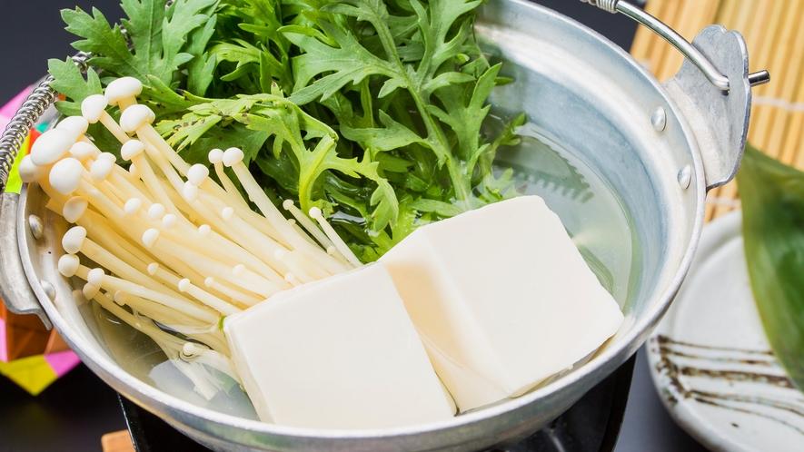 【朝食】人気の湯豆腐。朝から温まります。