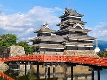 【国宝松本城】水面に映る堂々とした佇まいの松本城。松本へお越しの際は是非お立ち寄りください。