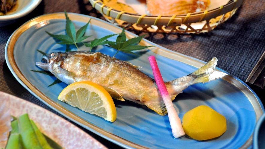 【夕食】焼物(アユの塩焼き)