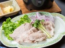 【朝食】地元で育った豚の冷しゃぶ