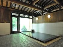 【温泉】男性内湯。開湯1300年の「浅間温泉」江戸時代には松本城のお殿様が通ったといわれています。