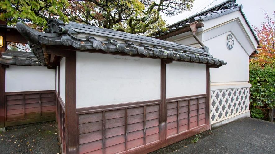 【外観】蔵造りの宿は、どこか風情を感じます。