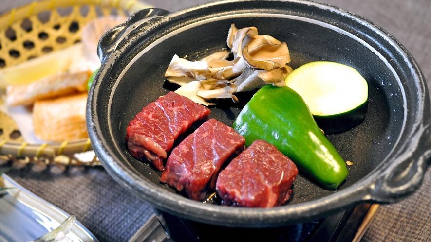 【夕食】国産和牛の陶板焼き