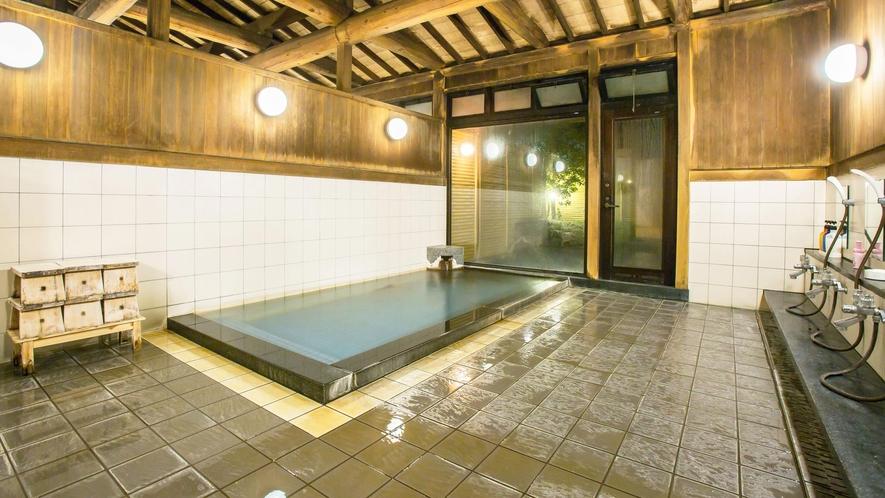 【温泉】女性内湯。アルカリ性単純温泉で、ph値8.9と高く肌によくなじみます。
