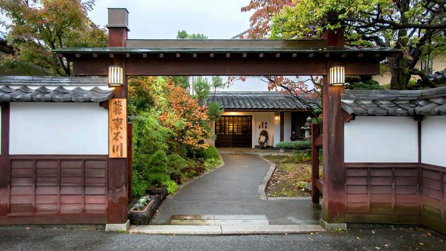 【外観】東石川旅館で心やすらぐひとときを。
